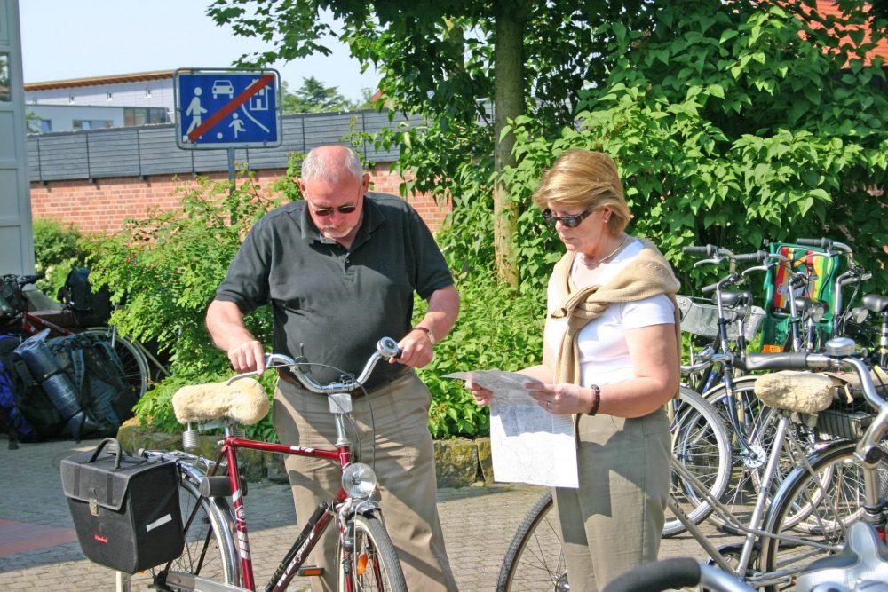 Ostbevern Touristik e.V. - Radfahrer vor Rathaus